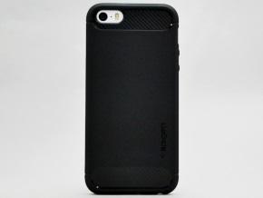 ラギッド・アーマーを取り付けたiPhone SE(背面)