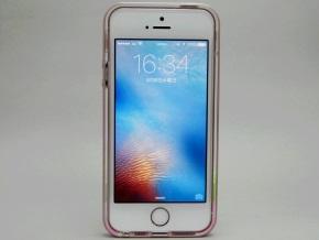 ネオ・ハイブリッド クリスタルを取り付けたiPhone SE(正面)