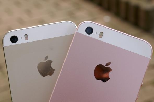 iPhone 5s(左)との比較はもちろん……
