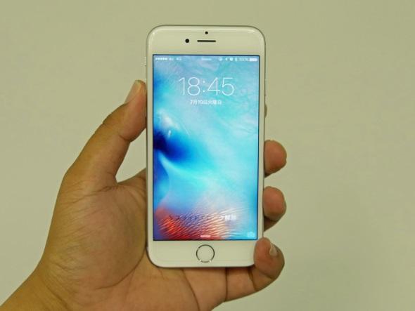GLAS.tR Sを貼り付けた「iPhone 6s」