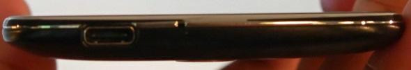 外部接続端子はUSB Type-C(USB 3.0準拠)で、DisplayPort出力を兼ねている