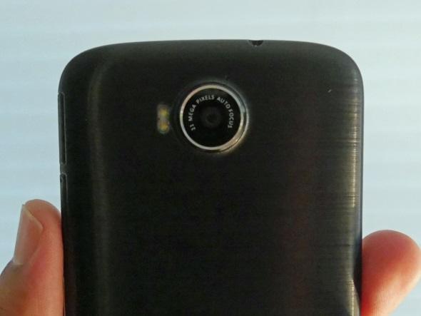 リアカメラはソニー製の2100万画素センサーを採用