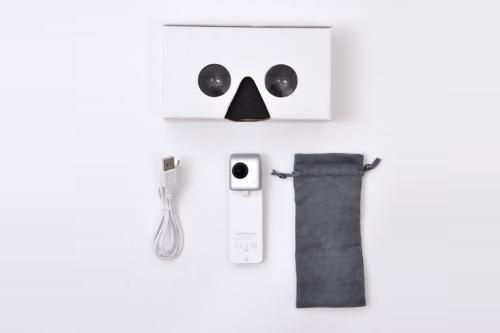 VRゴーグルにもなる化粧箱に専用ケースなどがセットに