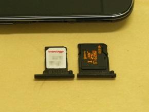 nanoSIMを1枚、microSDを1枚搭載