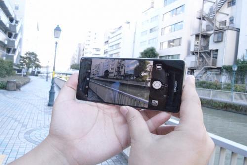 「Leica」と共同で開発したレンズを採用