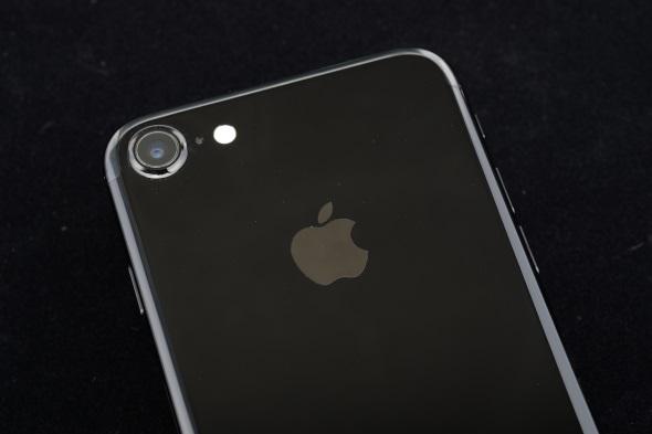 入手困難な状況が続く「iPhone 7」のジェットブラック