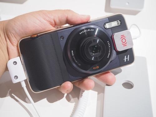 ハッセルブラッドの光学10倍ズームカメラ機能を備えたMoto Mods