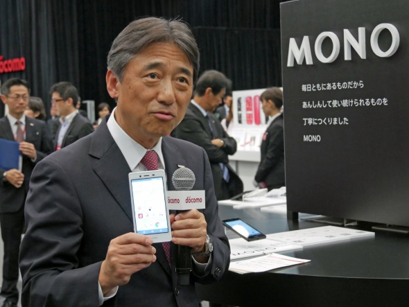 展示会場のブースで自らMONOを説明する吉澤社長