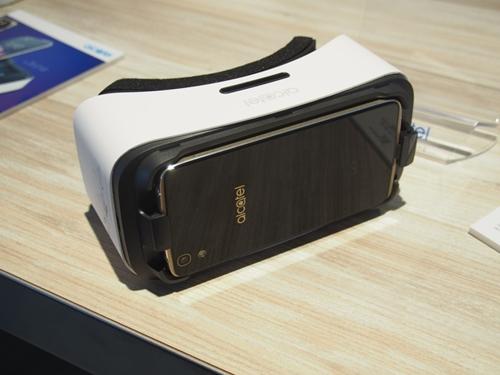 パッケージ自体がVRヘッドセットとして活用できる