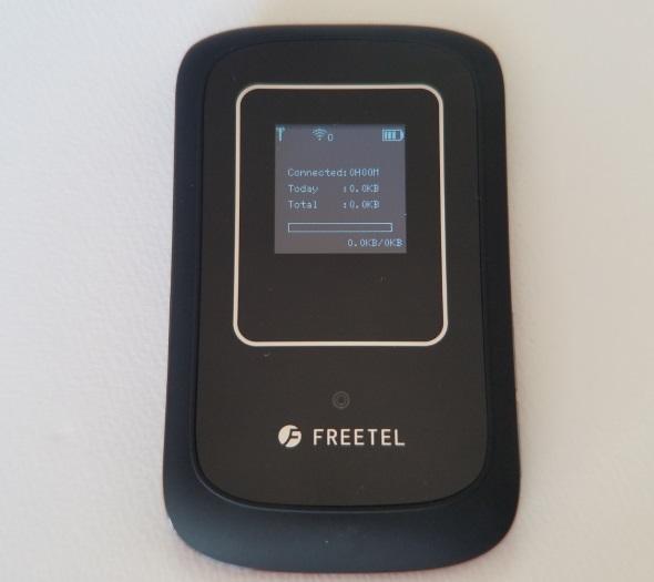 WiMAX 2+ルーター用SIMカードを入れたARIA 2