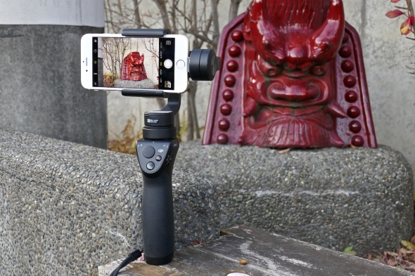 iPhone 6sを装着したOsmo Mobile