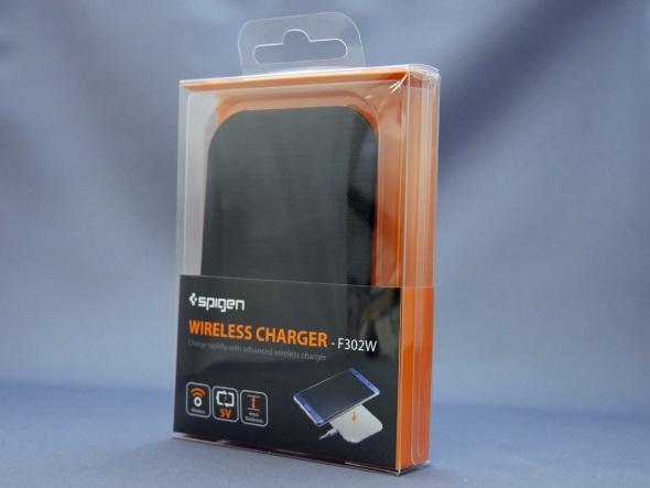 Spigen「F302W」のパッケージ