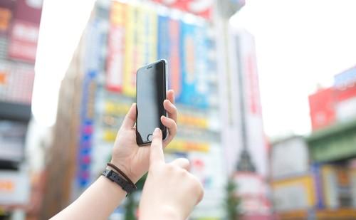 訪日外国人に無料SIMカードを提供 その背景は?