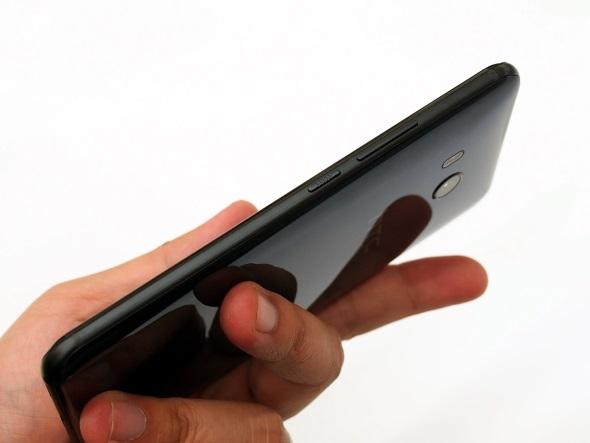 HTC U11(右側面)