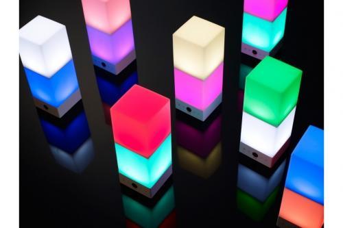 14のカラーを組み合せ、全部で196種類のカラーの表示が可能