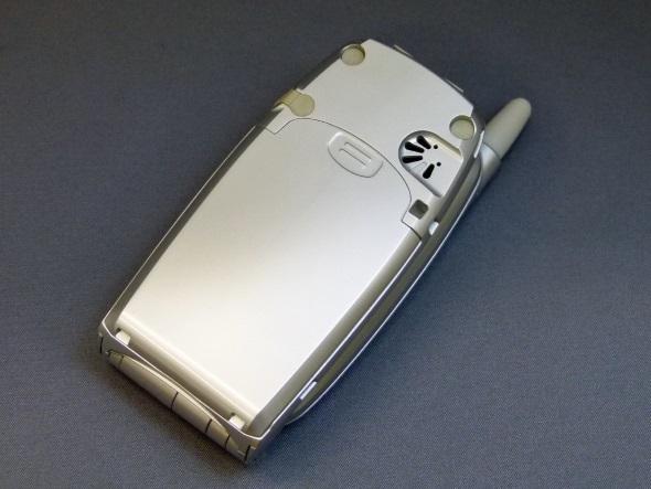 F504i(閉じた背面)