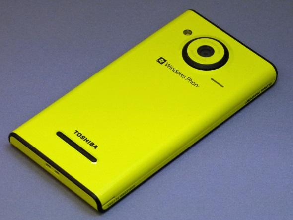 「Windows Phone IS12T」(背面)