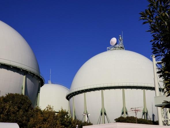 望遠カメラで撮影したガスタンク