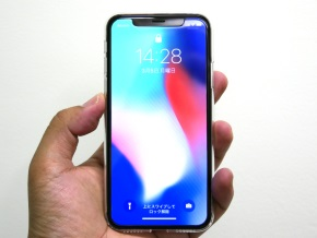 クリアを着けたiPhone X(正面)