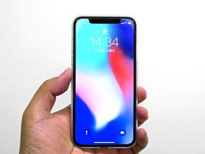 クリアマットを着けたiPhone X(正面)