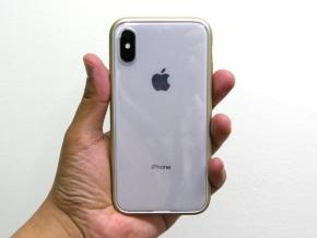 ラバーゴールドを着けたiPhone X(背面)