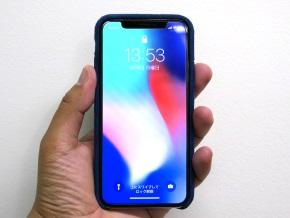 ブルーを着けたiPhone X(正面)