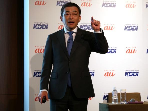 報道関係者に方針を語る高橋誠社長