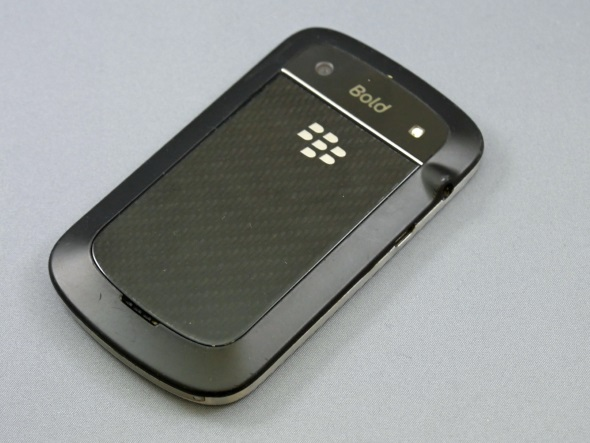 「BlackBerry Bold 9900」(背面)