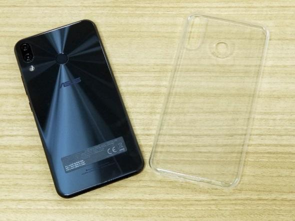 ZenFone 5とケース
