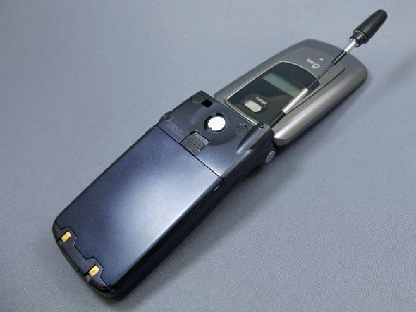 「C3003P」(開いた背面)