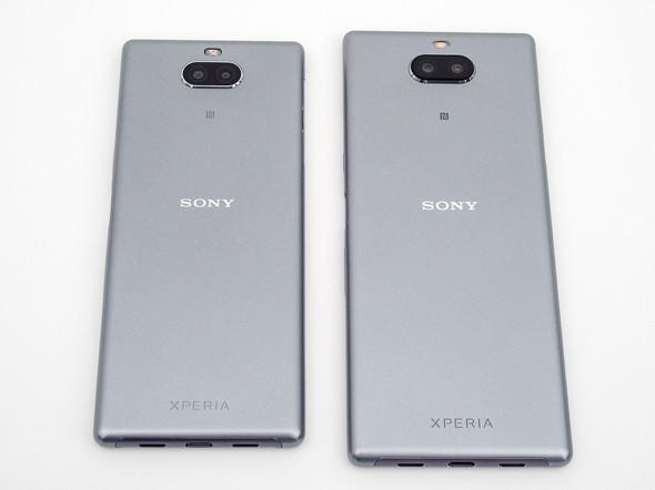 Xperia 10(左)とXperia 10 Plus(右)の背面