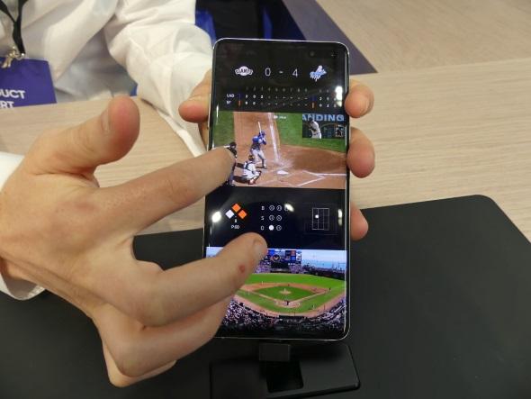 """複数視点イメージ視点を選んでスポーツ観戦するサービスのイメージ展示。見たい視点を下段から選んで上段の映像を拡大したり、左右にフリックしたりしてあらゆる角度から映像を見ることができる。ただし、これはあくまでも""""イメージ""""で5Gを使ってデータを送受信しているわけではない"""