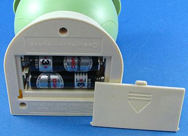電池ケースは裏側に装備