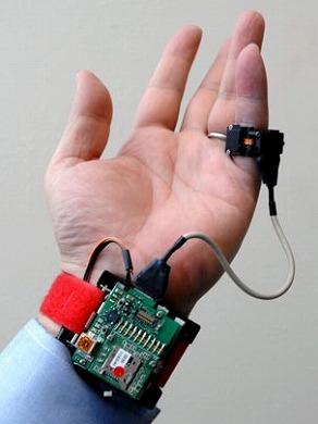 24時間測れる「ウェアラブル血圧計」、mitが開発 Itmedia News