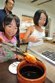 銚子電鉄、存続の危機 「ぬれ煎餅」再び再建の切り札に 新工場完成へ (1/3)