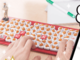 ねっと部:全キーに3Dチキンが載ってるキーボードも ケンタッキー、超レアオリジナルグッズが当たるキャンペーン