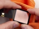 「Apple Watch Sport」のアルミノケイ酸ガラスは紙やすりで傷つく──検証動画公開