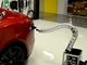 Tesla Motors、ヘビのように動いて電気自動車に自動充電するチャージャーの動画を公開