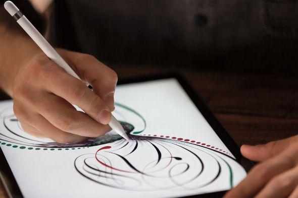 Apple Pencilは純正の筆圧感知対応ペン。iPadの利用の幅が広がりそうだ