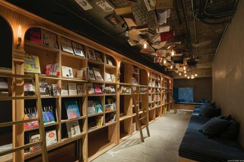 """読書中に""""寝落ち""""できる「泊まれる本屋」 池袋に「BOOK AND BED TOKYO」がオープン"""