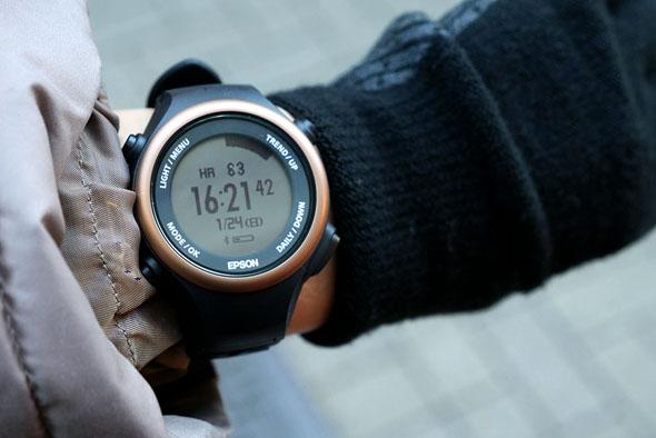 腕時計感覚で身につけて意識すれば、普段の歩行がエクササイズになる