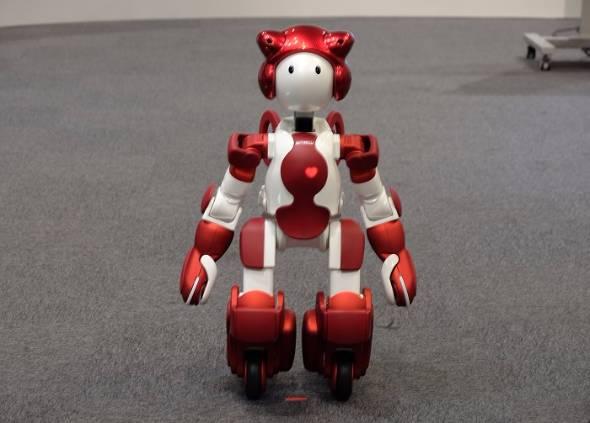 ロボット「EMIEW3」