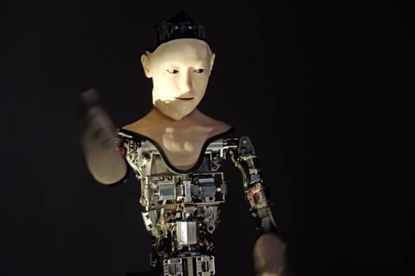 機械人間「オルタ」(Alter)