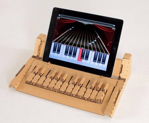 ダンボール製組み立てキーボード「KAMI-OTO」