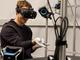 """ザッカーバーグCEO、Oculusラボで開発中の""""グローブ""""を体験"""