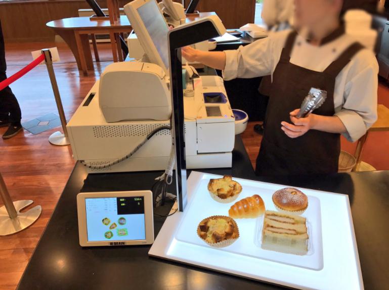 """「すごすぎる」――地方のパン屋が""""AIレジ""""で超絶進化 足かけ10年、たった20人の開発会社の苦労の物語 (1/5) - ITmedia NEWS"""