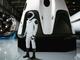 イーロン・マスク氏、SpaceXの宇宙服全身画像をInstagramで公開