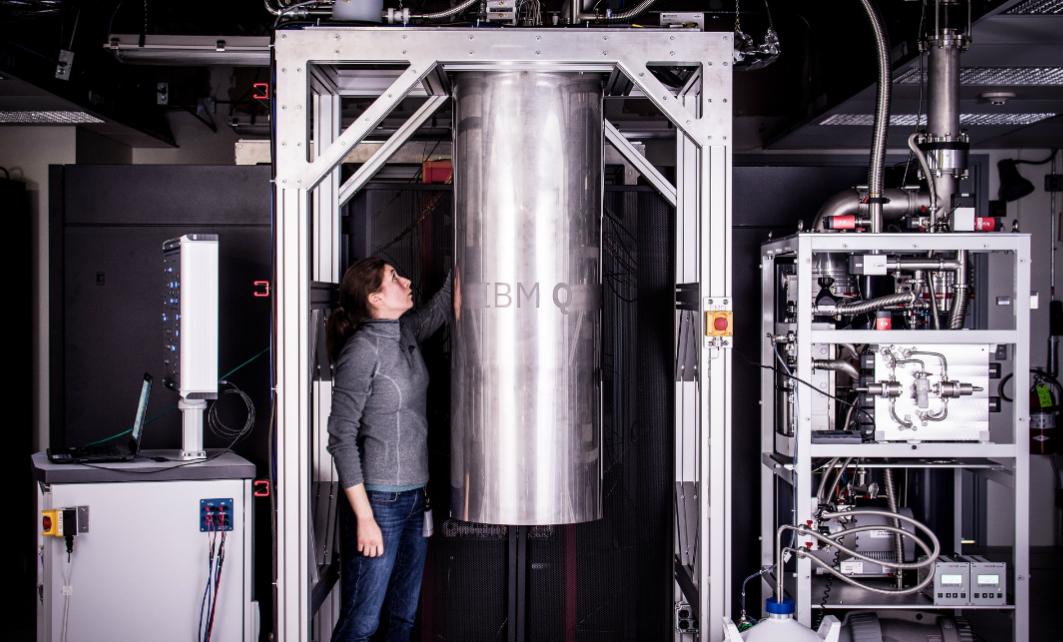 IBM、50qubitの量子コンピュータを実現 クラウドサービスは17→20qubitに