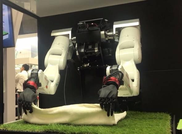 双腕型ロボットアーム「マルチモーダルAIロボット」