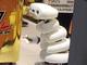 弱いロボット「もじもじくん」、東京駅で義理チョコ配る